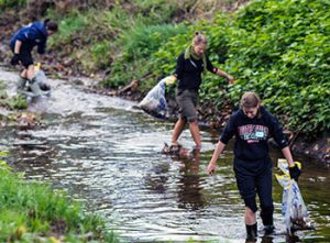 KSC students cleaning up a local stream